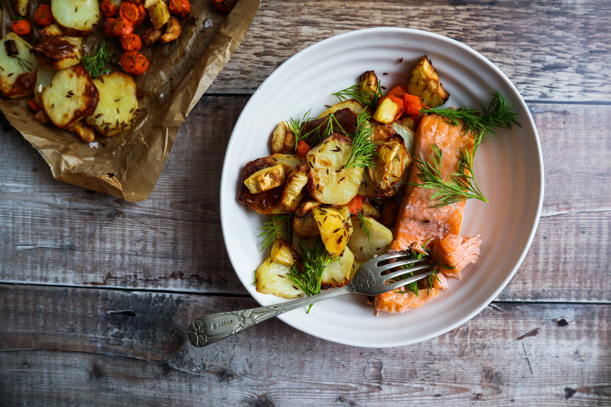 Baked Salmon with roast vegetables and dill
